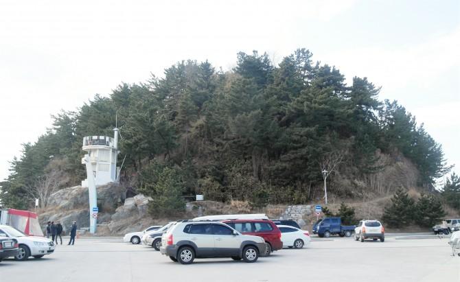 죽도봉은 안목해변과 남항진해변 사이에 높지 않은 산이다. - 고기은 제공