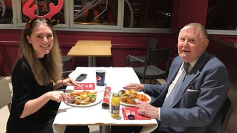 22살 여성과 86살 할아버지의 데이트