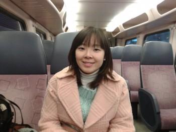 실험에 참가할 입양인을 만나러 가는 기차 안에서 최 박사의 모습. - 최지연 연구원 제공