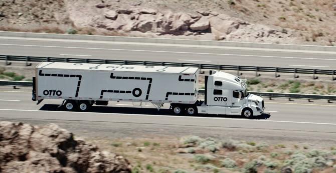 Otto는 지난해 볼보 트럭을 개조하여 고속도로에서 테스트 자율주행에 성공했다.