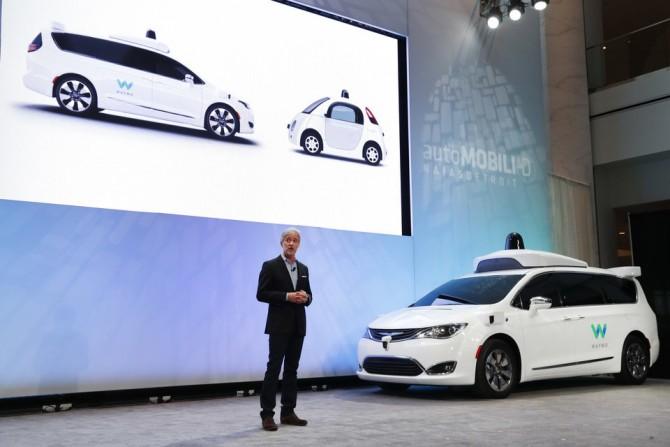 알파벳의 자회사 웨이모는 크라이슬러 자동차에 자율주행 기능을 장착시켜 공개한 바있다.