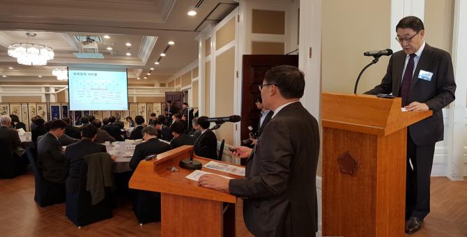 한국공학한림원은 13일 국회에서 6대 전략 45개 의제가 담긴 정책총서를 발표했다. 오른쪽은 이현순 정책총서 발간위원장(두산그룹 부회장).  - 변지민 기자 제공