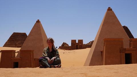 히치하이킹으로 아프리카 여행한 여성