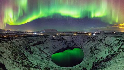 아이슬란드의 분화구 호수와 밤풍경