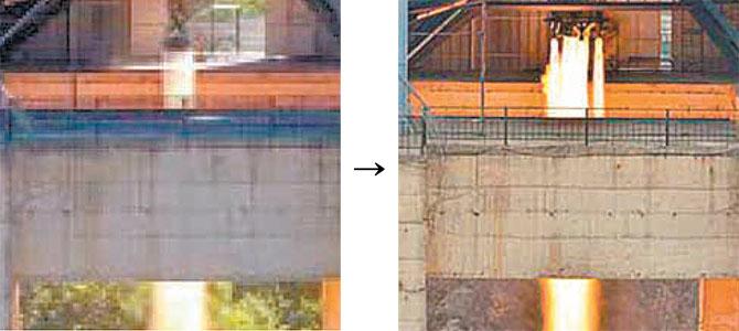2006년 진행했던 엔진시험(왼쪽) 모습과 19일 진행한 엔진시험 모습(오른쪽). 보조 엔진을 장착해 여러개의 불기둥이 치솟는 것을 볼 수 있다. - 북한 노동신문 제공
