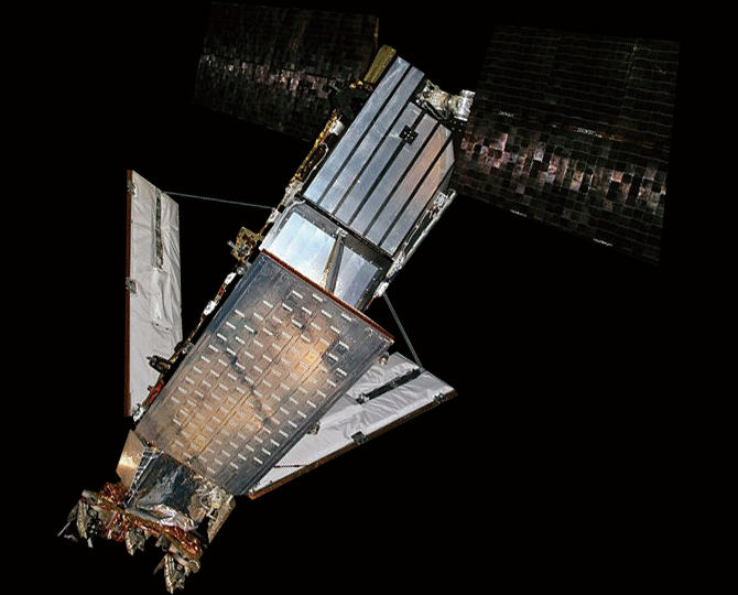 2009년 러시아의 위성과 충돌해 파손된 미국의 이리듐 33호. 파편들은 우주 쓰레기가 됐다. - Rlandmann(W) 제공