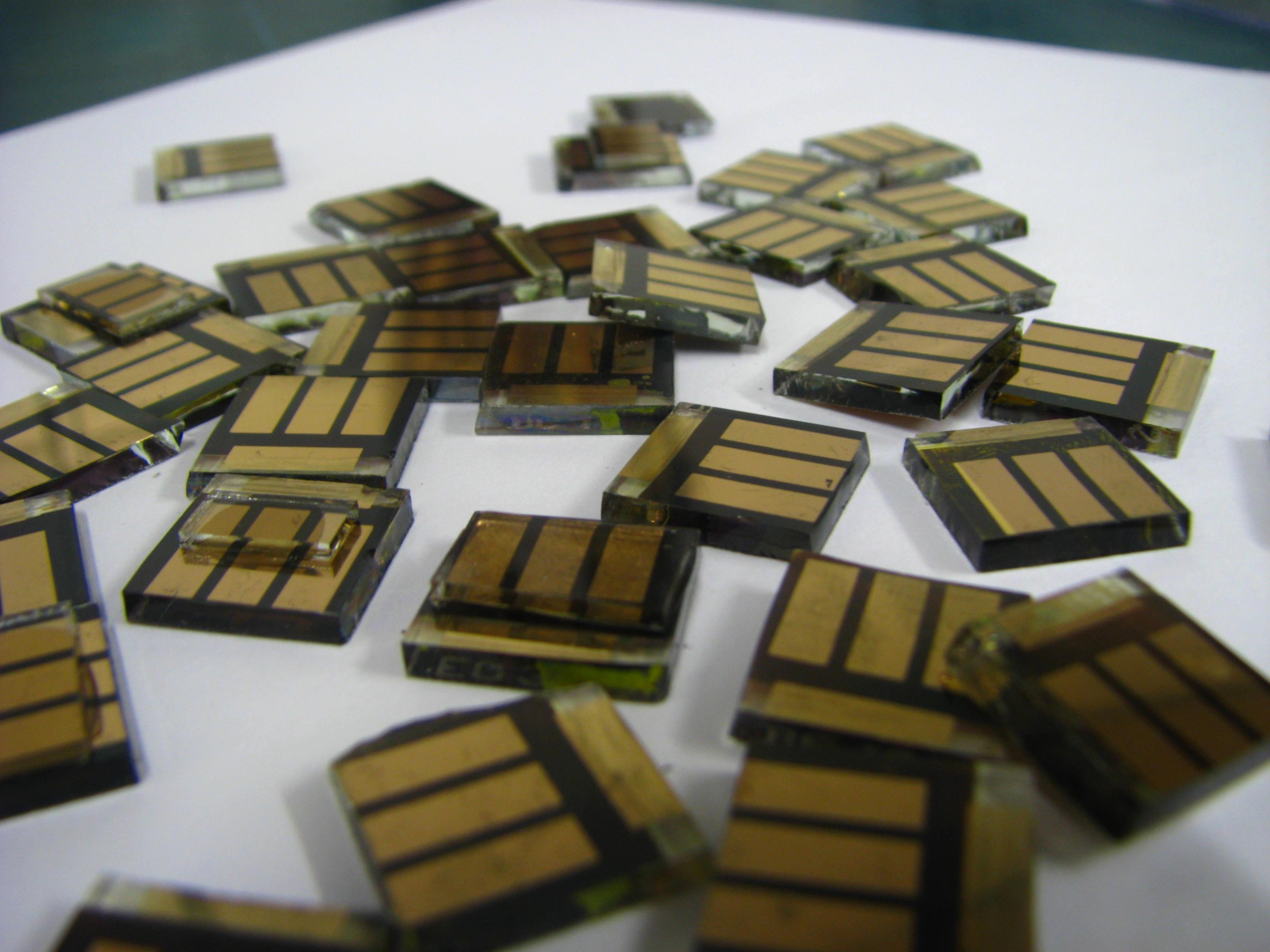 페로브스카이트 태양전지.위키미디어 제공.