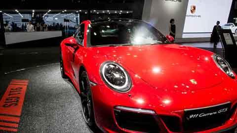 붉은빛 포르쉐 911