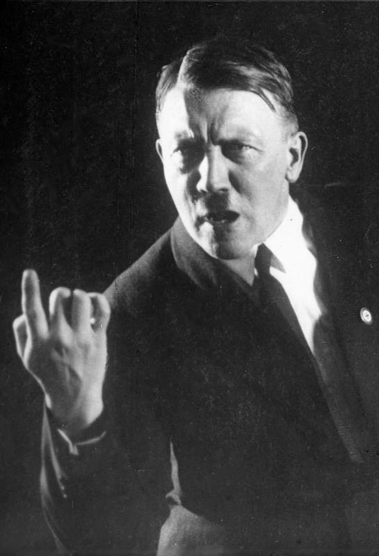 Heinrich Hoffmann(1926). 1972년 정신분석가 월터 랑거(Walter Langer)는 자신의 책에서 아돌프 히틀러가 사이코패스였을 것이라고 주장했다. - wikipedia 제공
