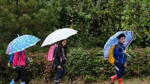 [11일 날씨] 전국 곳곳 빗방울…동해남부·남해상 매우 높은 물결