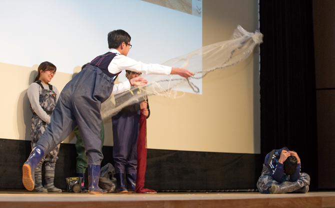 민물고기 어벤저스는 탐사 방법을 시연해 큰 박수를 받았다. - 아자스튜디오 제공