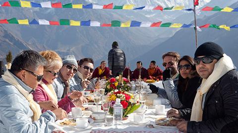에베레스트에서 아침밥 먹는 사람들