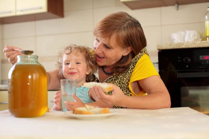 독소를 분해하기 어려운 돌 전 아기에게 꿀은 치명적이다. - GIB 제공