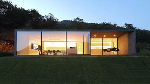 모던한 조형미, 스위스 알프스 숲속의 집