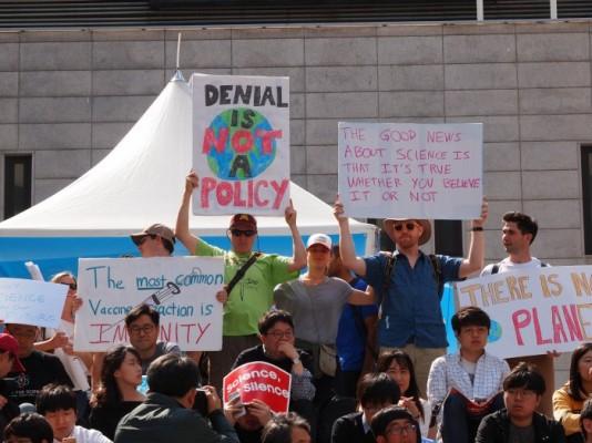 """함께하는 과학행진(March for Science): """"과학, 이제 침묵하지 않겠다"""""""