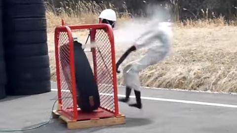 트럭 타이어의 놀라운 폭발력