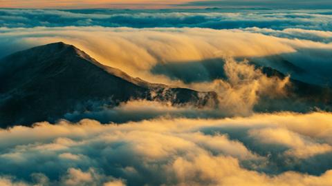 하와이, 거대한 파도 같은 구름과 일출