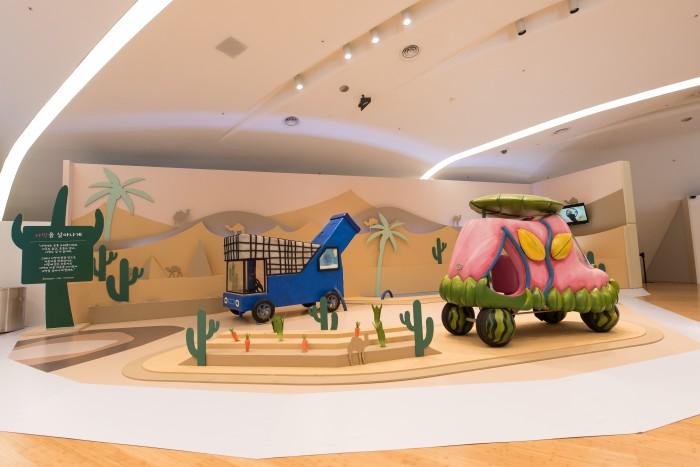 사막존에서는 사막에 작물을 심는 자동차, '나뭇잎 붕붕이'를 만날 수 있다. - 지앤씨미디어 제공