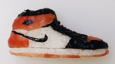 생선초밥으로 만든 신발