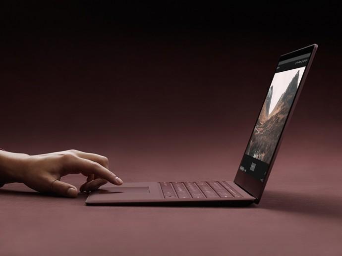 마이크로소프트는 서피스 랩톱과 함께 윈도우10S를 발표했습니다. 교육용 윈도우 환경이지만 그렇다고 꼭 학교에서만 쓰라는 건 아닙니다. - 마이크로소프트 제공