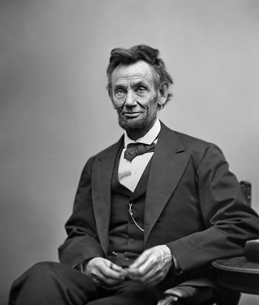 미합중국 16대 대통령 에이브러햄 링컨. 당시 득표율은 39%에 불과했다. 노예제를 찬성하던 민주당이 둘로 분열되는 덕에, 공화당 후보 링컨은 어부지리로 승리할 수 있었다. 미국 역사상 40%이하의 득표를 받은 유일한 대통령으로, 사실상 당시 미국에는 그를 싫어하는 사람이 훨씬 더 많았다. 그러나 링컨은 결국 가장 존경받는 대통령이 되었다. - Alexander Gardner(W) 제공