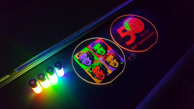 한국과학기술연구원(KIST) 연구팀이 개발한 4인치 퀀텀닷 디스플레이. 기존 퀀텀닷 TV는 백색광 퀀텀닷 광원에 액정표시장치(LCD)를 붙인 '반쪽짜리'였던 반면, KIST 연구팀이 만든 디스플레이는 100% 퀀텀닷으로만 이뤄져 있다. - KIST 제공