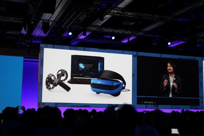 399달러로 헤드셋과 콘트롤러를 구입할 수 있습니다. HTC 바이브와 비교하면 확실히 가격적으로, 또 성능적으로도 이점이 있습니다. - 최호섭 제공