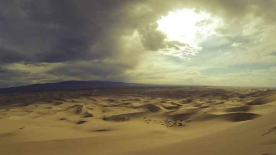 """""""사막에서 날아오는 황사가 대기오염 개선"""""""