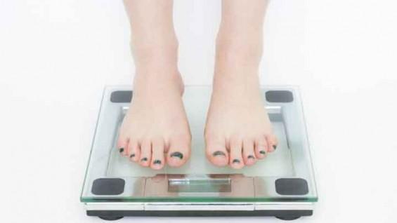 [퀴즈] 다이어트할 때 꼭 먹어야 하는 것은?