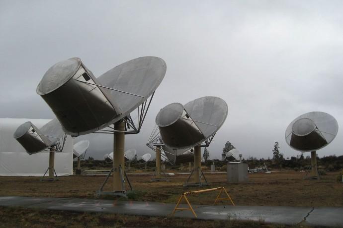 미국 캘리포니아 주에는 외계 지적생명체가 보내는 신호를 잡기 위한 앨런 망원경 집합체가 있다 - 위키피디아 제공