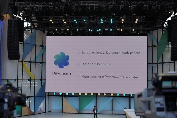 데이드림은 이제 출시된 지 6개월이 됐습니다. 구글의 가상현실은 콘텐츠와 플랫폼이 결합되는 대표적인 예입니다. - 팝뉴스 제공