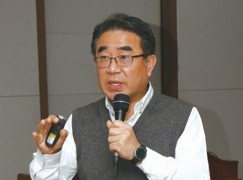 라돈에 대해 설명하는 조승연 교수. - 김정 기자 ddanceleo@donga.com 제공