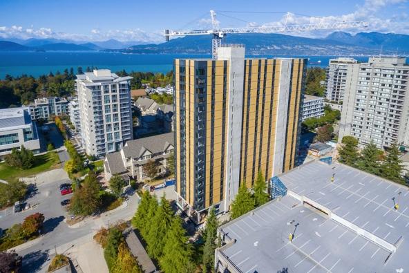 높이 53미터로 현재 세계에서 가장 높은 목조 건물인 캐나다 브리티시컬럼비아대 기숙사 전경이다. 규격화된 목재를 써서 불과 70일 만에 건물을 올렸다고 한다. - KK Law/naturallywood.com 제공