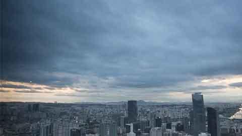 [31일 날씨] 전국 흐리고 일부 지역 약한 비…무더위 이어져