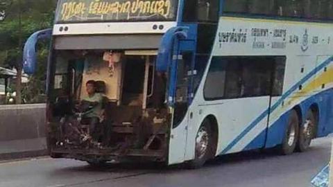 위험천만, 앞부분이 뜯긴 좀비 버스