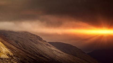스코틀랜드, 거친 협곡과 폭발하는 햇살