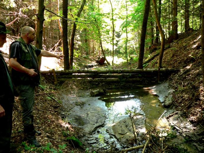나무로 만든 간단한 '미니 댐'으로 소규모 저수지를 많이 만들어도 가뭄과 홍수를 대비할 수 있다. - 한무영 교수 제공
