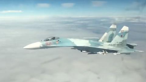 30m 거리, 미군 폭격기에 접근한 러시아 전투기