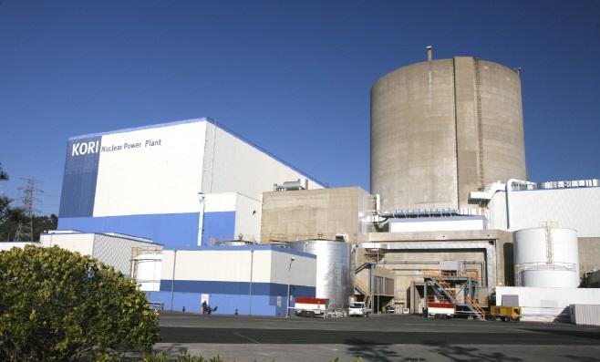 고리원자력발전소 1호기 전경. 국내 첫 상용원전인 고리 1호기는 2년째 영구정지중으로 해체를 앞두고 있다. 한국수력원자력 제공