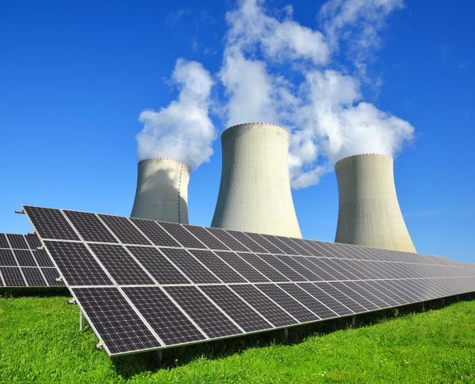 태양광설비와 원자력발전 공장, 문재인대통령은 고리1호기 폐쇄현장을 찾아