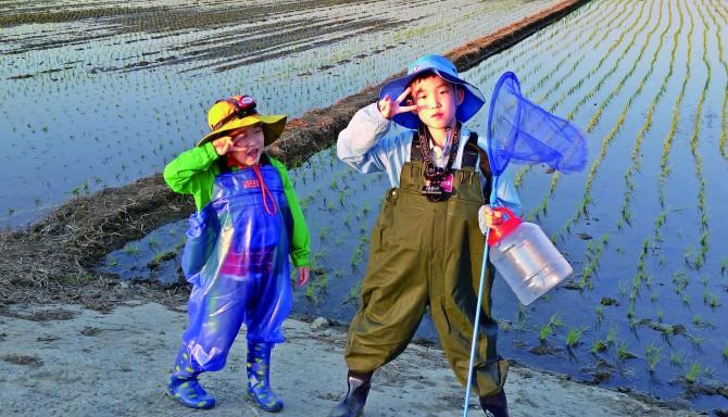 수청이 탐사를 위한 완벽한 복장을 하고 현장교육에 출동한 '준형제' 팀. - 어린이과학동아, 손예준 제공