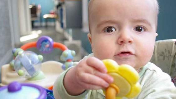 육아 로봇이 아이 떨어뜨리면 누구 책임일까?