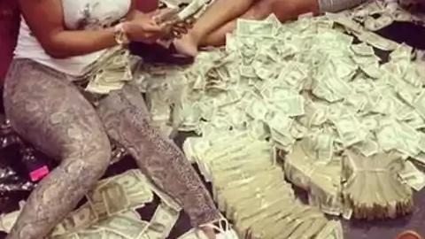 돈을 깔아 놓고 사는 사람들