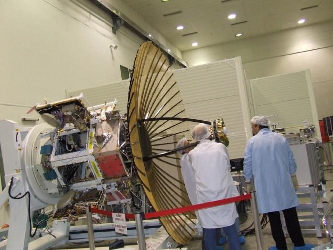 영상레이더(SAR)을 장착한 인공위성 텍사(TECSAR)의 모습. 우산처럼 펴지는 접이식 레이더를 독자적으로 개발했다. - IAI 제공
