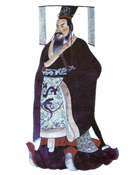 진시황에 대한 평은 폭군에서 영웅까지 상당히 엇갈리는 편이다. 그러나 그는 수백 년간 지속되던 춘추전국시대의 끊임없는 전쟁을 끝내고 통일 왕조를 건설했다. 강대한 하나의 중국이라는 정체성은, 사실상 그가 세운 통일 제국에서 시작하는지도 모른다. 그는 출신과 관계없이 인재를 널리 받아들였는데, 이는 진나라가 부강해지는 원동력이 되었다. - Yuan, Zhongyi 제공