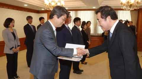 신고리 공론화위원장에 노동법 전문가 김지형 전 대법관
