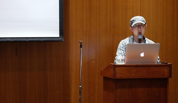 김윤배 멘토는 직접 작업에 참여한, 참여하고 있는 영상을 다양하게 보여주며 학생들에게