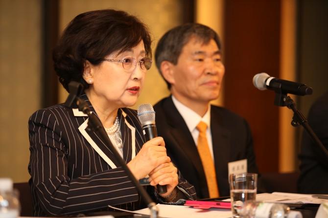 김명자 한국과학기술단체총연합 회장은 원전을 포함해 모든 각도에서 국내 에너지 정책을 검토해야 한다고 주장했다. - 한국공학한림원 제공