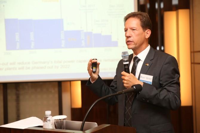 독일 탈핵 정책에 대해 설명하고 있는 베르트 보르너 주한 독일대사관 부대사 - 한국공학한림원 제공