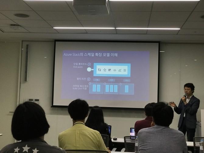 애저스택은 애저 데이터센터가 시스템 규모를 확장하는 방법을 그대로 녹여 놓았습니다. - 최호섭 제공
